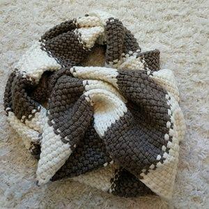 Like new GAP infinity chunky know scarf